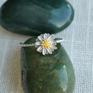 NWT dainty Sterling Silver 925 gold daisy ring